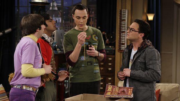 Leonard (Johnny Galecki, r.), Sheldon (Jim Parsons, 2.v.r.), Rajesh (Kunal Na...