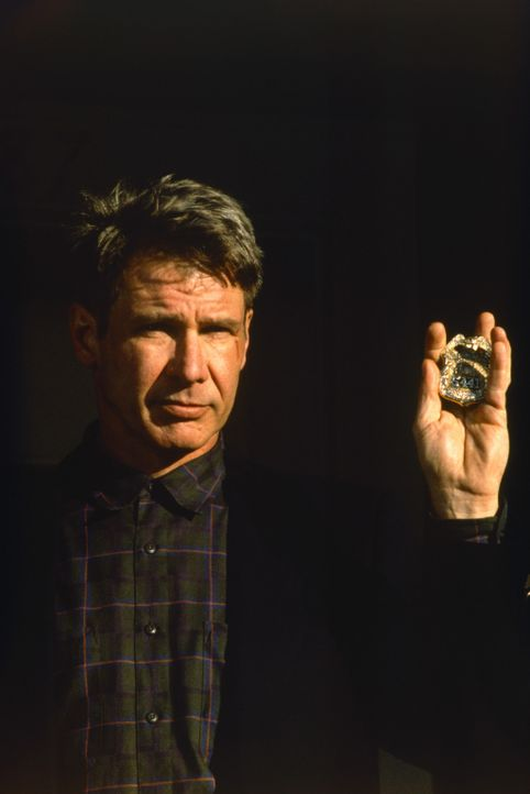 Der New Yorker Polizist Tom O'Meara (Harrison Ford) macht eine Entdeckung, die ihn und seine Familie in große Gefahr bringt ... - Bildquelle: Columbia TriStar