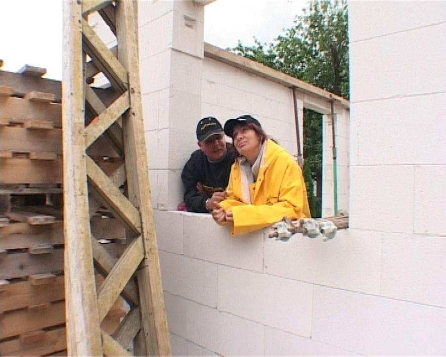 Ellen Laberenz (r.) und ihr Mann Micha (l.) - zu zweit haben sie ihren Traum vom Eigenheim wahrgemacht. - Bildquelle: SAT.1