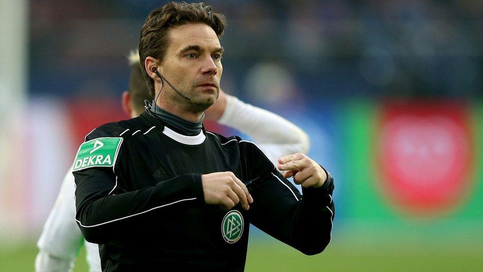 Im Fokus: Schiedsrichter Guido Winkmann - Bildquelle: FIROFIROSID