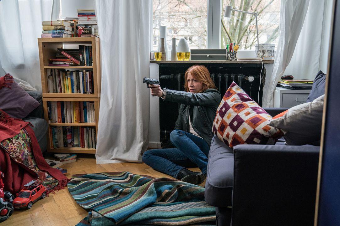 Sie kämpft um ihr Leben: Wer hat Elena (Annika Ernst) an die Heizung gekettet? - Bildquelle: Wolfgang Ennenbach SAT.1