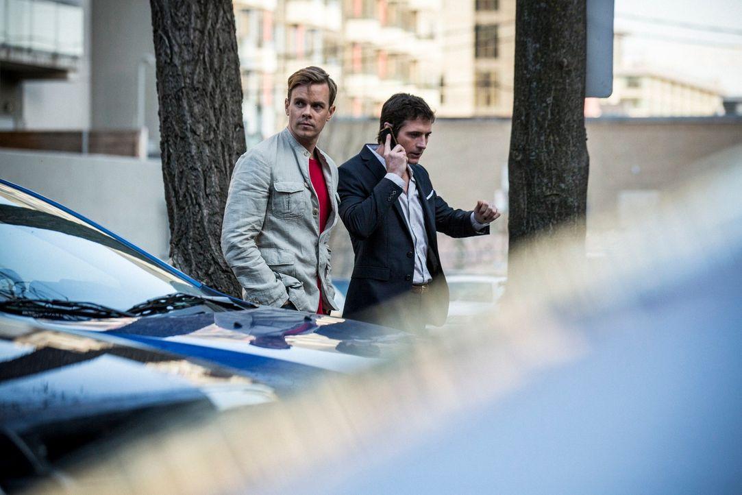 Die finsteren Brüder Paul (Morgan Kelly, l.) und Shaun Devlin (Chris Hoffman, r.) sind brutal und unberechenbar - und fangen an zu merken, dass sie... - Bildquelle: 2013 Muse Entertainment / Back Alley Film Productions