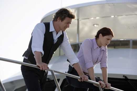 Ein neuer Fall wartet auf Patrick (Simon Baker, l.) und Grace (Amanda Righett...
