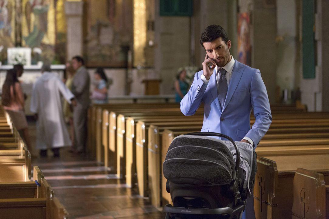 Die Vorbereitungen für Mateos Taufe laufen auf Hochtouren, während Rafael (Justin Baldoni) die Neuigkeit von Petra verarbeiten muss ... - Bildquelle: Scott Everett White 2015 The CW Network, LLC. All rights reserved.