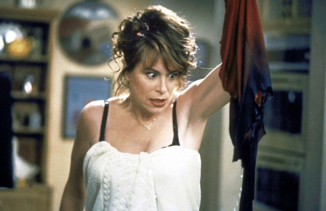 Entsetzt betrachtet Lois (Jane Kaczmarek) die Überreste ihres Kleids. - Bildquelle: TM +   2000 Twentieth Century Fox Film Corporation. All Rights Reserved.