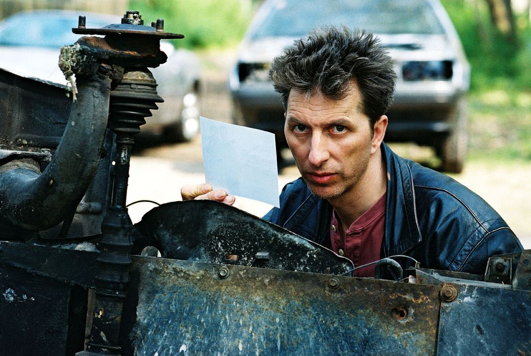 Inspektor Rolle (Rufus Beck) hat endlich das Schiff gefunden, auf dem er die Drogendealer vermutet ... - Bildquelle: Hardy Spitz Sat.1