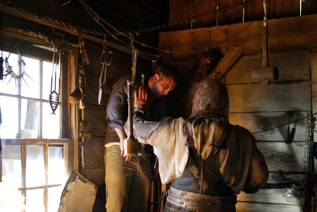 Auf dem Weg zur Schlachtbank?: Chris (Desmond Harrington, l.) ... - Bildquelle: Constantin Film Produktion GmbH