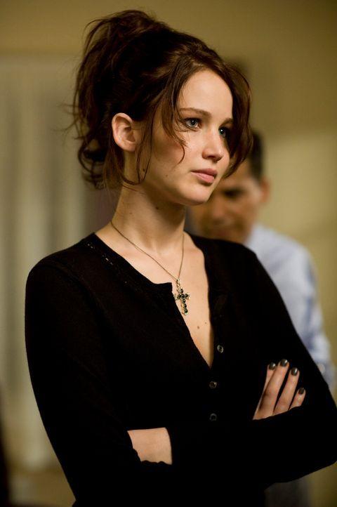 Immer wieder stößt Tiffany (Jennifer Lawrence) ihr Umfeld mit ihrem unberechenbaren Verhalten und unverblümter Offenheit vor den Kopf. Auch ihre Art... - Bildquelle: 2012 The Weinstein Company.