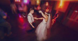 Let's rock: Beim Hochzeitstanz kann es auch ganz wild zugehen – insbesondere,...
