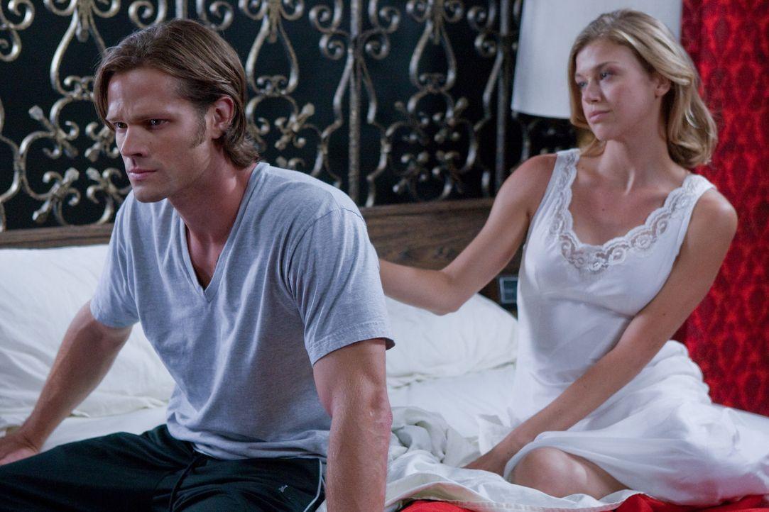 Was ist zwischen Sam (Jared Padalecki, l.) und Jessica (Adrianne Palicki, r.)? - Bildquelle: Warner Brothers