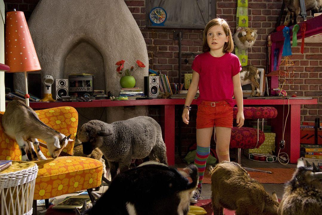Bislang war Lilli (Alina Freund) ein ganz normales Mädchen, das mit ihrer Mutter und ihrem kleinem Bruder ein gewöhnliches Leben führte. Als ein... - Bildquelle: Marco Nagel Disney