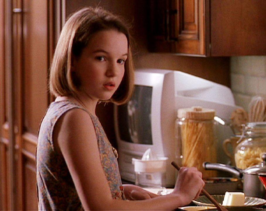 Für Nikki (Kay Panabaker) ist die neue Lebenssituation nicht leicht. Doch sie versucht das Beste daraus zu machen ... - Bildquelle: CBS Television
