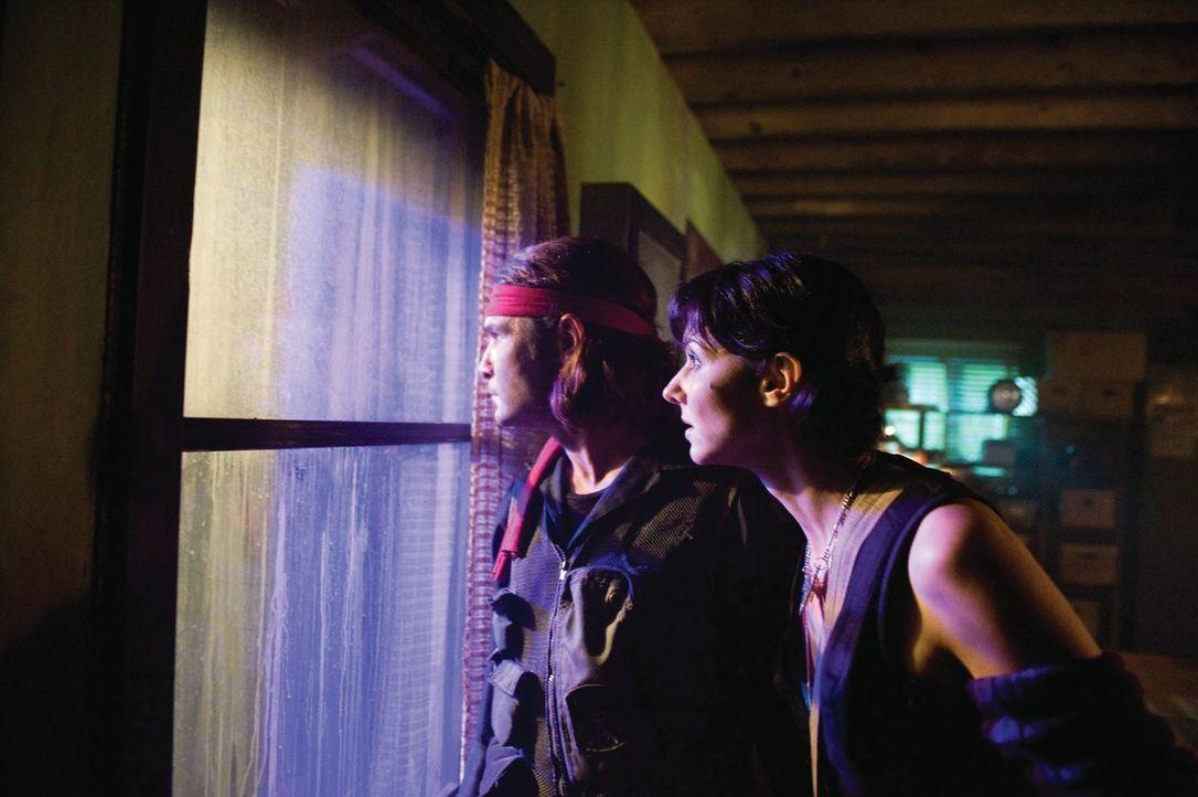 Ahnen nicht, dass sie einer total verlogenen Geschichte aufgesessen sind, die lebensgefährliche Folgen haben kann: Edgar (Corey Feldman, l.) und Zoe... - Bildquelle: 2010 Warner Bros.