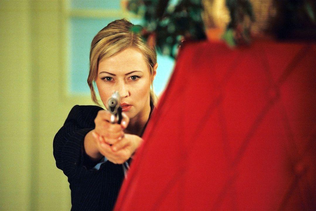 Versucht schon seit geraumer Zeit, dem hemmungslosen Menschenhändler Faisal das Handwerk zu legen: Polizistin Kasia Lato (Agnieszka Wagner) ... - Bildquelle: Franchise Pictures