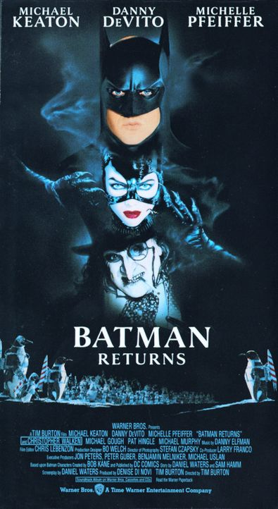 Das zweite Abenteuer von Batman (Michael Keaton, oben) bringt ihn mit der faszinierenden Catwoman (Michelle Pfeiffer, M.)  zusammen. Gemeinsam - und... - Bildquelle: Warner Bros.