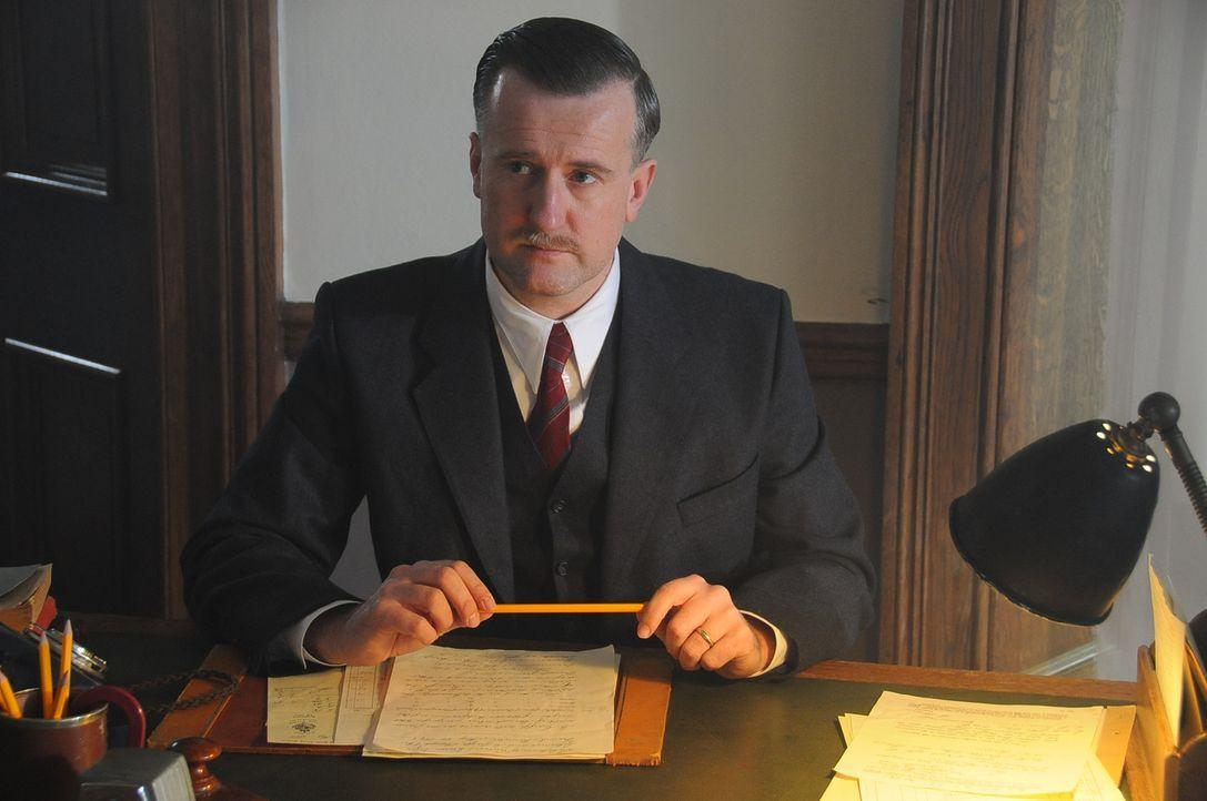 Winston Churchill beauftragte während des Nazi-Regimes exzentrische Genies wie Stuart Macrae (Jason Marchant), um bizarre, aber brillante Waffen zu... - Bildquelle: Peter Guest Sky Vision
