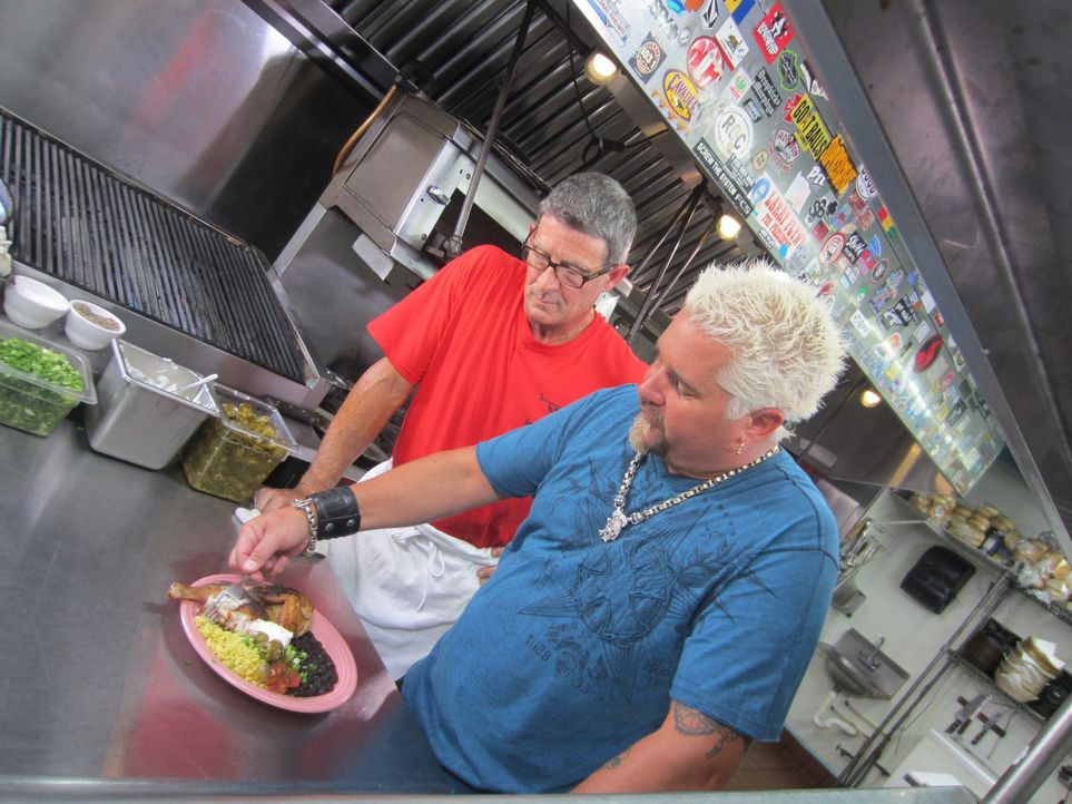 (v.l.n.r.) Richard; Guy Fieri - Bildquelle: 2013,Television Food Network, G.P. All Rights Reserved