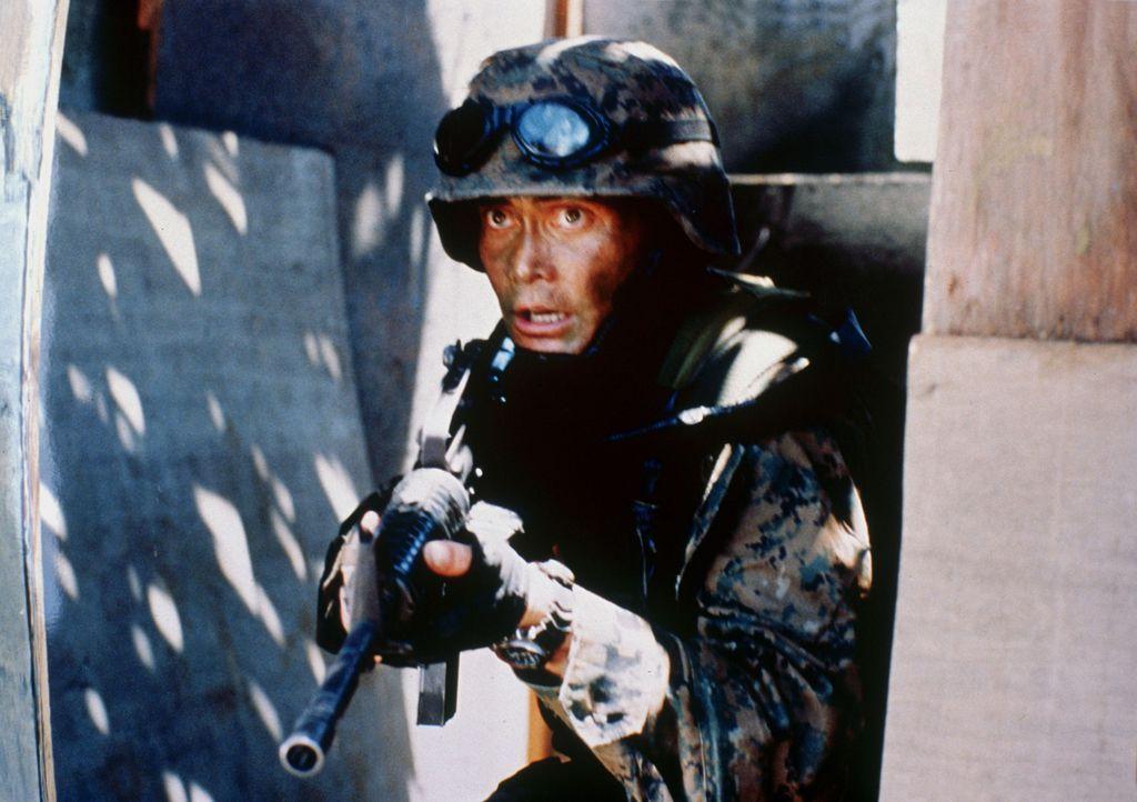 Gelingt es Matt Daniels (Mark Dacascos), Pilotin Jennings rechtzeitig zu finden und die Biowaffen zu zerstören, bevor sie zum Einsatz kommen? - Bildquelle: 2005 The Pacific Trust. All Rights Reserved.