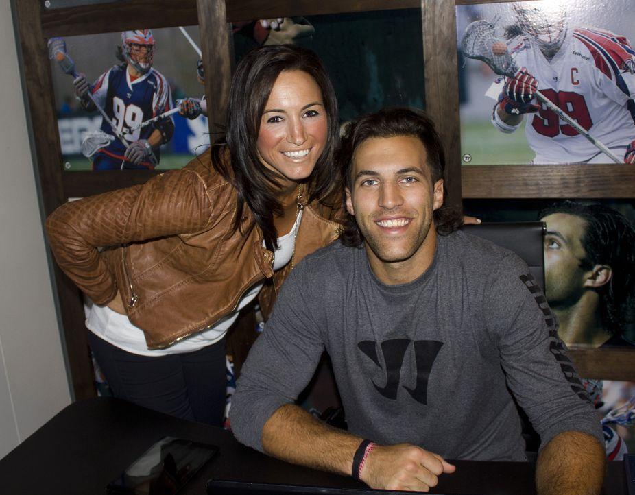 Lacrosse-Profispieler Paul Rabi (r.) und seine Frau Kelly (l.) hatten bisher keine Zeit, ihr neu bezogenes Haus zu renovieren. Das Man Cave-Team sol... - Bildquelle: 2014, DIY Network/Scripps Networks, LLC. All RIghts Reserved.