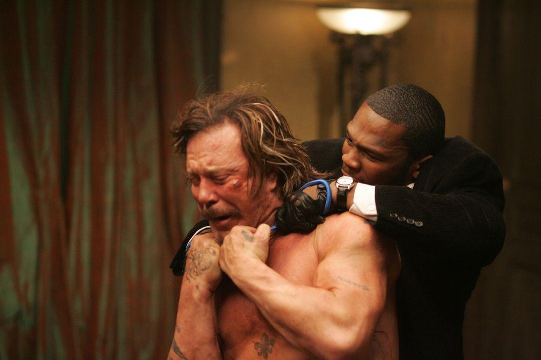 Damit Jimmy (50Cent, r.) das bekommt, was er will, muss Jefferson (Mickey Rourke, l.) sterben ... - Bildquelle: Constantin Film Verleih GmbH