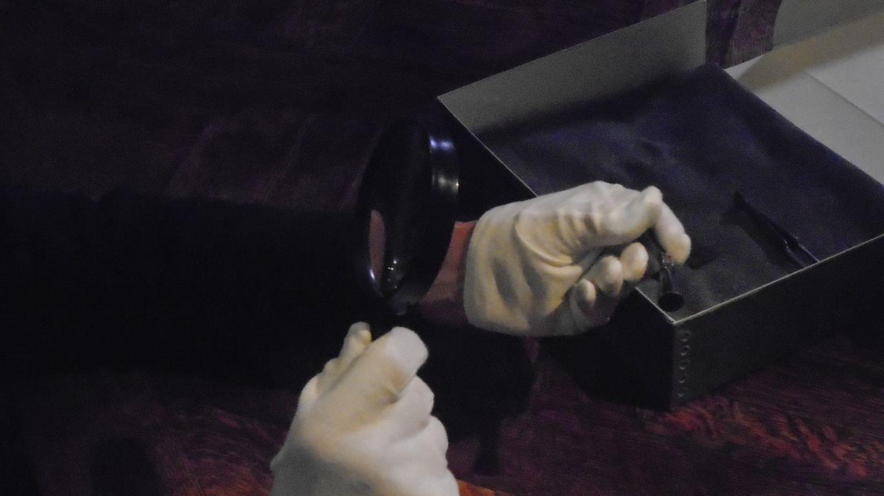 Don Wildman schaut sich alte Uhrmacherwerkzeuge an, die einem Mann gehörten, der die Eisenbahnstrecken der USA veränderte ... - Bildquelle: 2014, The Travel Channel, L.L.C. All Rights Reserved.