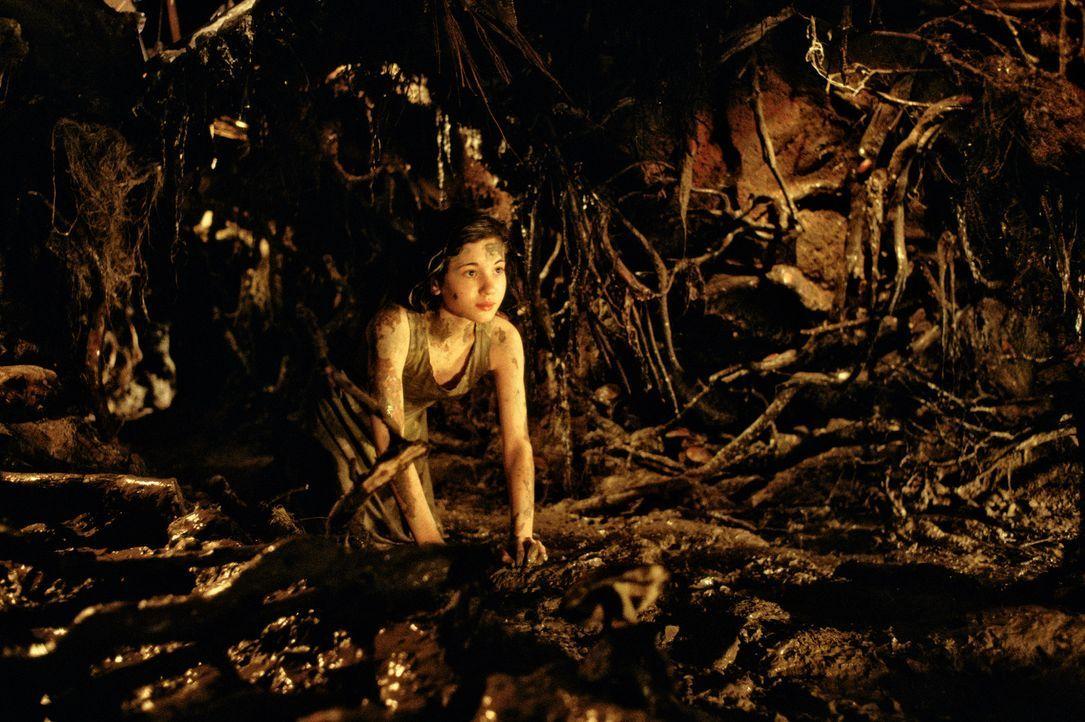 In ihrem eigenen Kosmos findet Ofelia (Ivana Baquero) nicht nur Zuflucht, sondern wird mit Ängsten und Träumen konfrontiert, welche ihr helfen, de... - Bildquelle: Telepool GmbH