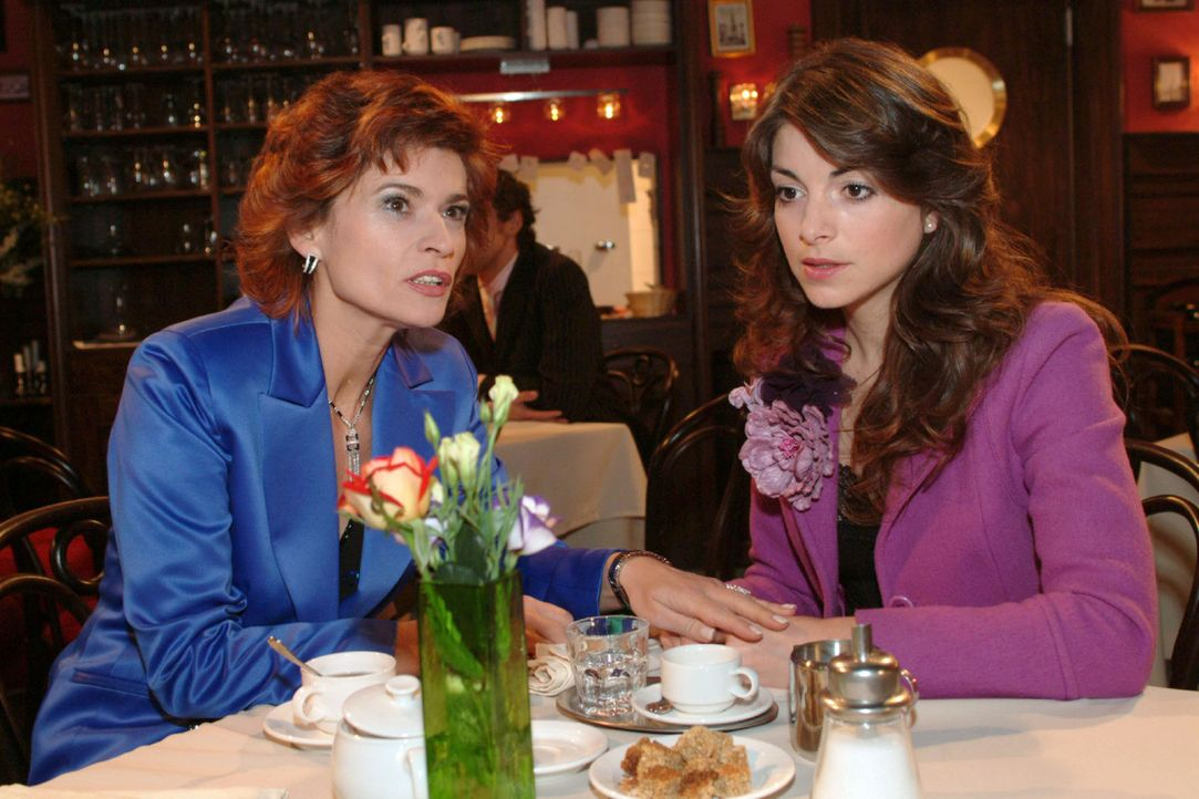 Sophie (Gabrielle Scharnitzky, l.) kann nicht verstehen, dass Mariella (Bianca Hein, r.) sich so viele Gedanken um David macht. - Bildquelle: Monika Schürle Sat.1