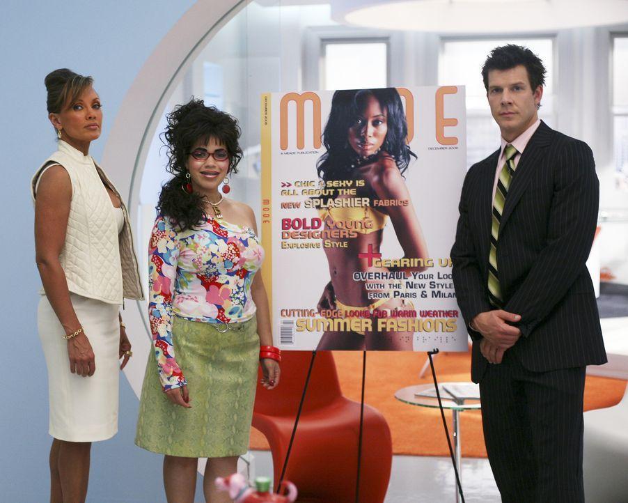 """Stellen die neue Ausgabe der """"Mode"""" vor: Wilhelmina (Vanessa Williams, l.), Betty (America Ferrera, M.) und Daniel (Eric Mabius, r.) ... - Bildquelle: Buena Vista International Television"""