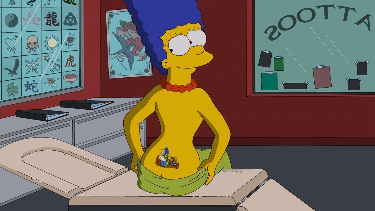 Während Homer entsetzt ist, dass Bowlingkumpel Dan Gillick für Fat Tony und die Mafia arbeitet, hat Marge sich ihre Familie verewigen lassen ... - Bildquelle: und TM Twentieth Century Fox Film Corporation - Alle Rechte vorbehalten