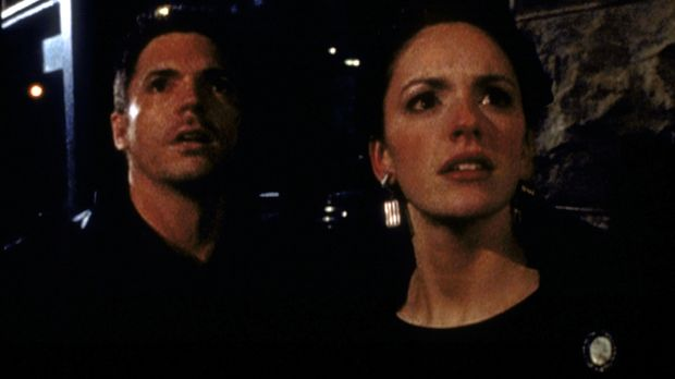Kara Delaney (Stacy Grant, r.) und Jacob Hardy (Nicholas Lea) versuchen, den...