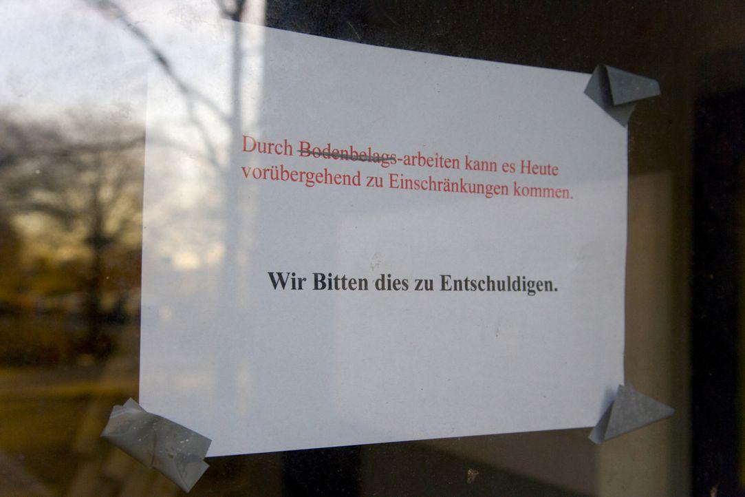 Die Mieter eines 18-stöckigen Hochhauses in Berlin-Lichtenberg sind nervlich am Ende: Seit drei Jahren leben sie auf einer Dauerbaustelle. Barbara... - Bildquelle: SAT.1