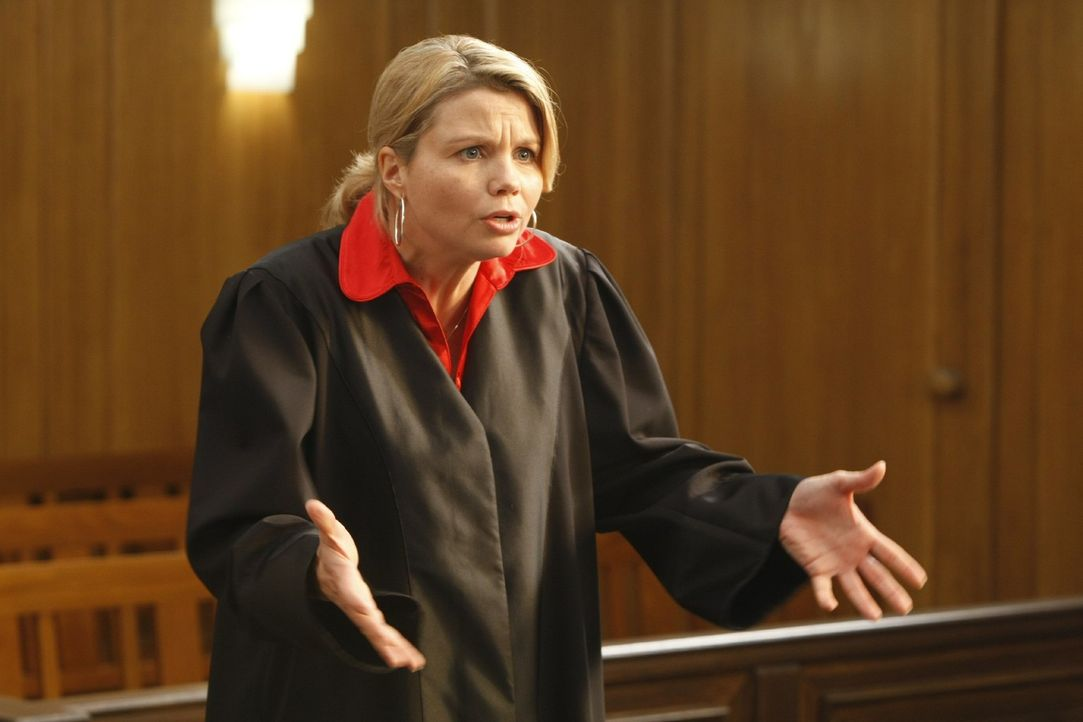 So ein Anwaltsalltag ist nicht immer leicht: Danni (Annette Frier) erlebt das in ihrem neuen Fall ... - Bildquelle: Frank Dicks SAT.1