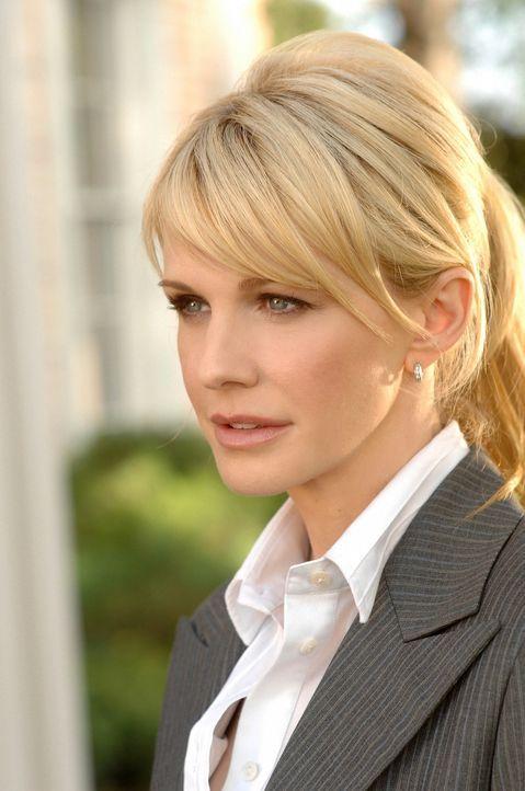 Wieder einmal rollen Det. Lilly Rush (Kathryn Morris) und ihr Team einen Fall, der bereits viele Jahre zurück liegt, neu auf ... - Bildquelle: Warner Bros. Television
