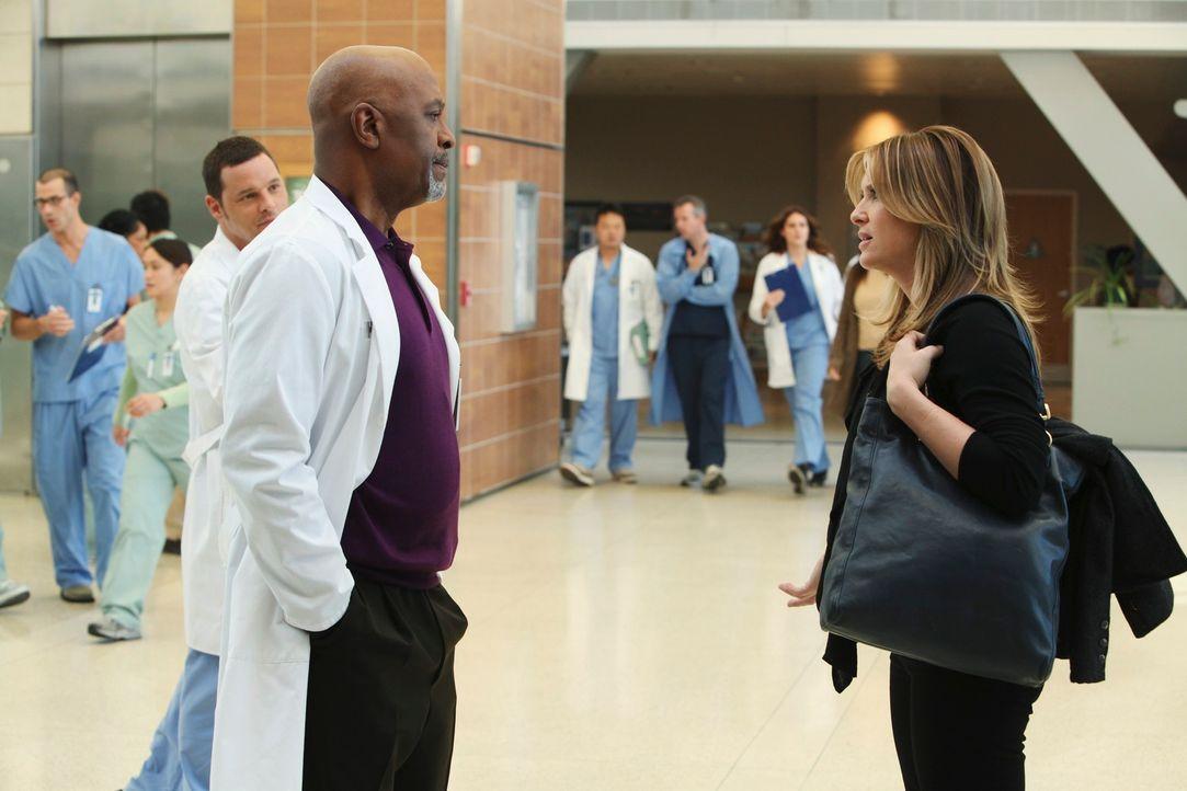 Arizona (Jessica Capshaw, r.) kehrt nach Seattle zurück und muss feststellen, dass sich weder Callie noch Webber (James Pickens, Jr. l.) freuen sie... - Bildquelle: ABC Studios