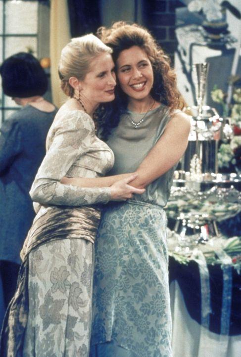 Die Hochzeit zwischen Carol (Jane Sibbett, l.) und Susan (Jessica Hecht, r.) verläuft äußerst harmonisch. - Bildquelle: TM+  2000 WARNER BROS.