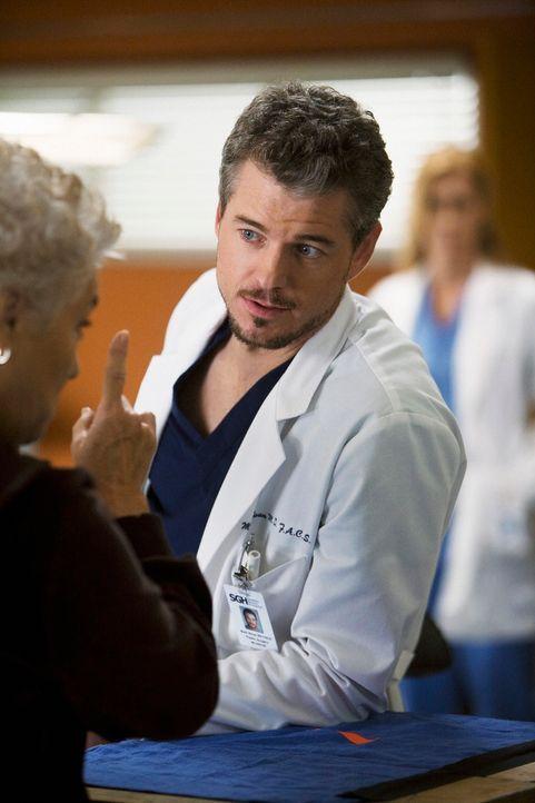 Die Ankunft von Dereks Mutter (Tyne Daly, l.) macht Mark (Eric Dane, r.) sehr nervös. Er hat nämlich ein schlechtes Gewissen, weil er eine Affäre... - Bildquelle: Touchstone Television