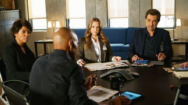 Ein neuer Fall wartet auf das Team um Morgan (Shemar Moore, 2.v.l.), Tara (Ai...