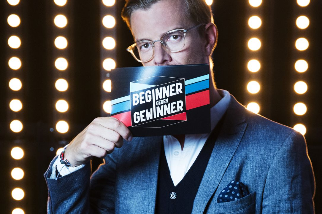 """Joko Winterscheidt lädt in seine Show """"Beginner gegen Gewinner"""" Profisportler und Promis ein, die von Hobbysportlern in ihrer Paradedisziplin heraus... - Bildquelle: Jens Hartmann ProSieben"""