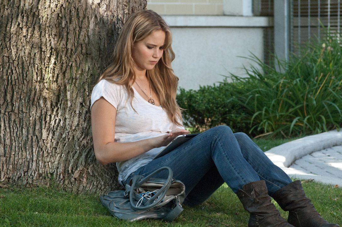 Während ihre Mutter Sarah ihr Berufs- und Privatleben einfach nicht unter einen Hut bringen kann, hadert Elissa (Jennifer Lawrence) über ihr Verhält... - Bildquelle: 2011 HATES, LLC.  All Rights Reserved.