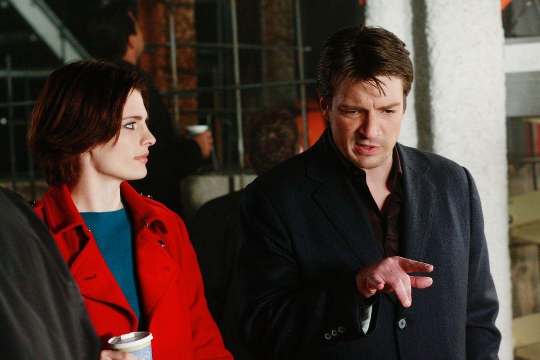 Auf einer Baustelle wird die hartgefrorene Leiche von Melanie Kavanaugh gefunden. Natürlich begleitet Richard Castle (Nathan Fillion, r.) Kate Becke... - Bildquelle: ABC Studios