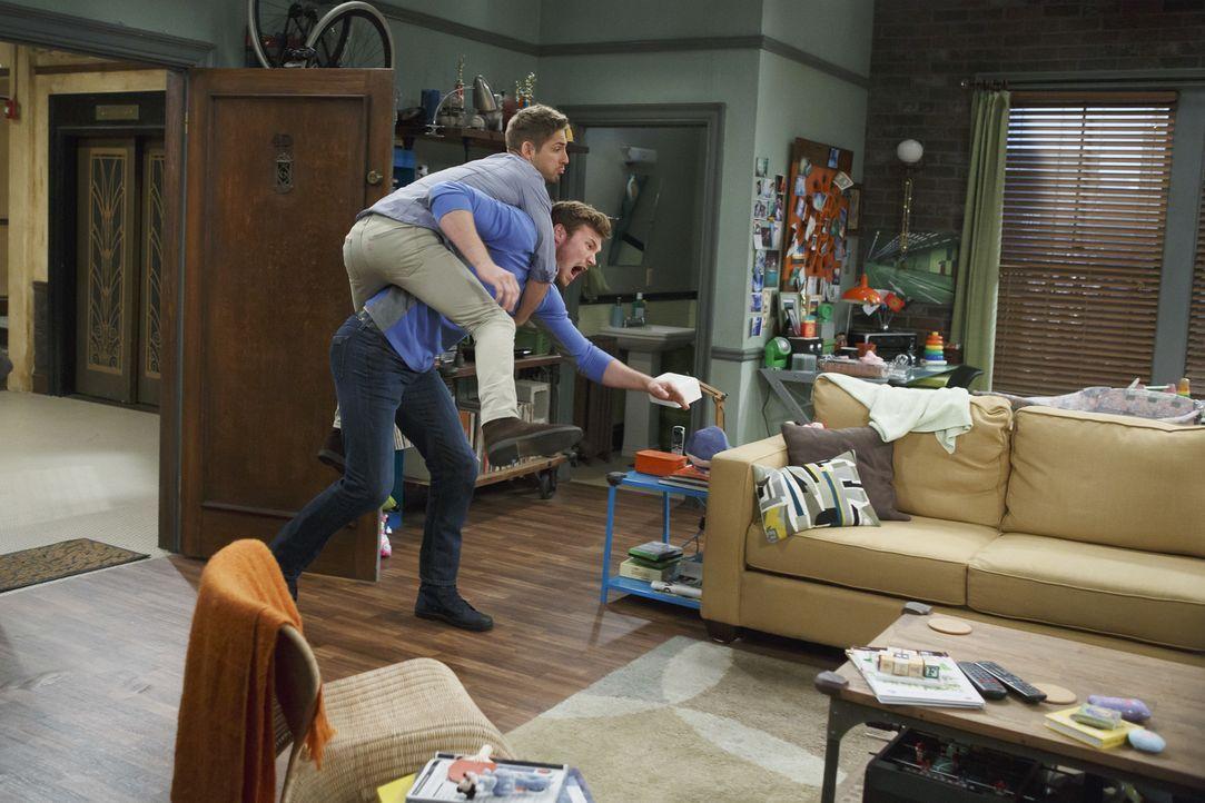Ben und Danny starten einen Wettstreit: Wem wird es zuerst gelingen, Bonnie ... - Bildquelle: Bruce Birmelin ABC Family