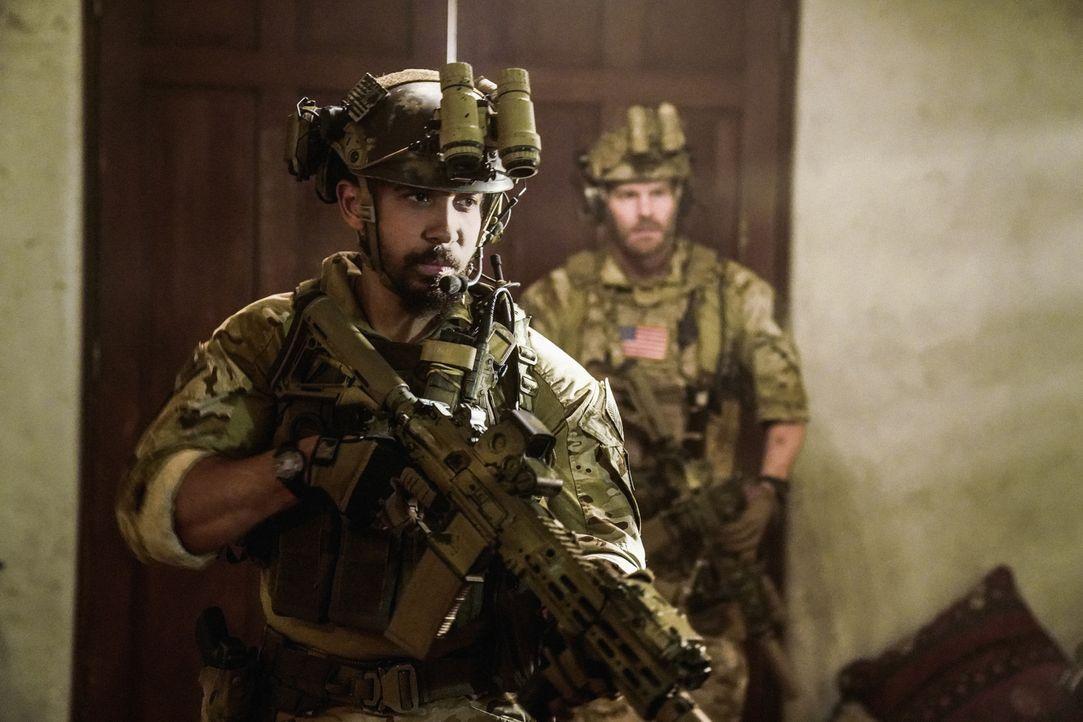 Ray (Neil Brown Jr.) und das Team haben die Mission, ein Handy aufzuspüren, mit dem terroristische Aktivitäten koordiniert werden, und dessen Besitz... - Bildquelle: Erik Voake Erik Voake/CBS  2017 CBS Broadcasting, Inc. All Rights Reserved