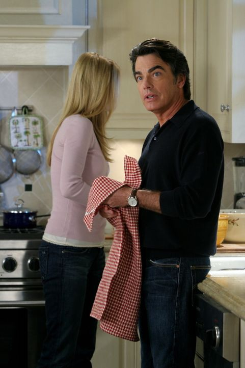 Hoffen, nach alldem was passiert ist, ein einigermaßen schönes Thanksgiving-Essen zu verbringen: Sandy (Peter Gallagher, l.) und Kirsten (Kelly Ro... - Bildquelle: Warner Bros. Television