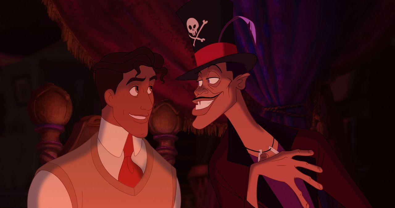 Eigentlich war Prinz Naveen (l.) auf der Suche nach einer Frau, doch als er dem Vodoo-Hexendoktor Dr. Facilier (r.) begegnet, lässt er sich auf ein... - Bildquelle: Walt Disney Pictures.  All Rights Reserved.
