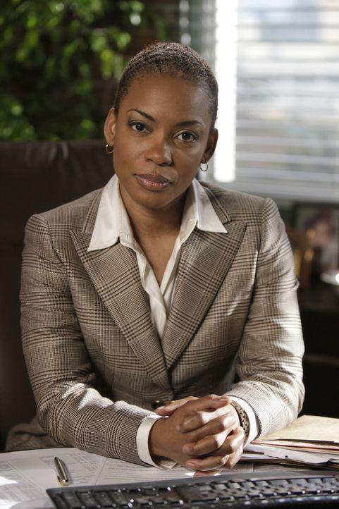 Neben der Ermittlungsarbeit hat Lisbon aber auch mit ihrer Nervosität zu kämpfen, denn Special Agent Hightower (Aunjanue Ellis), der neue CBI Boss... - Bildquelle: Warner Bros. Television