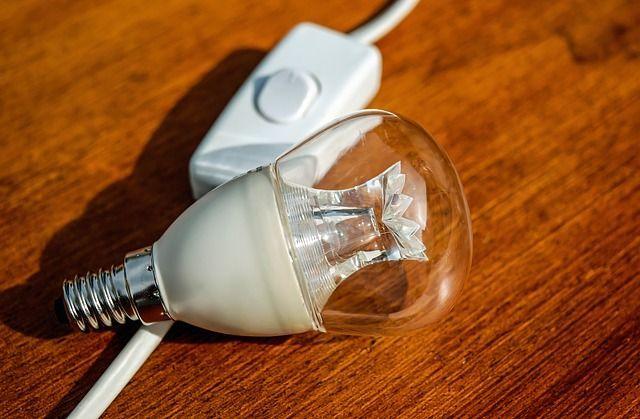 StromBereits zum Jahreswechsel kündigten über 200 Stromversorger Preiserhöhu...