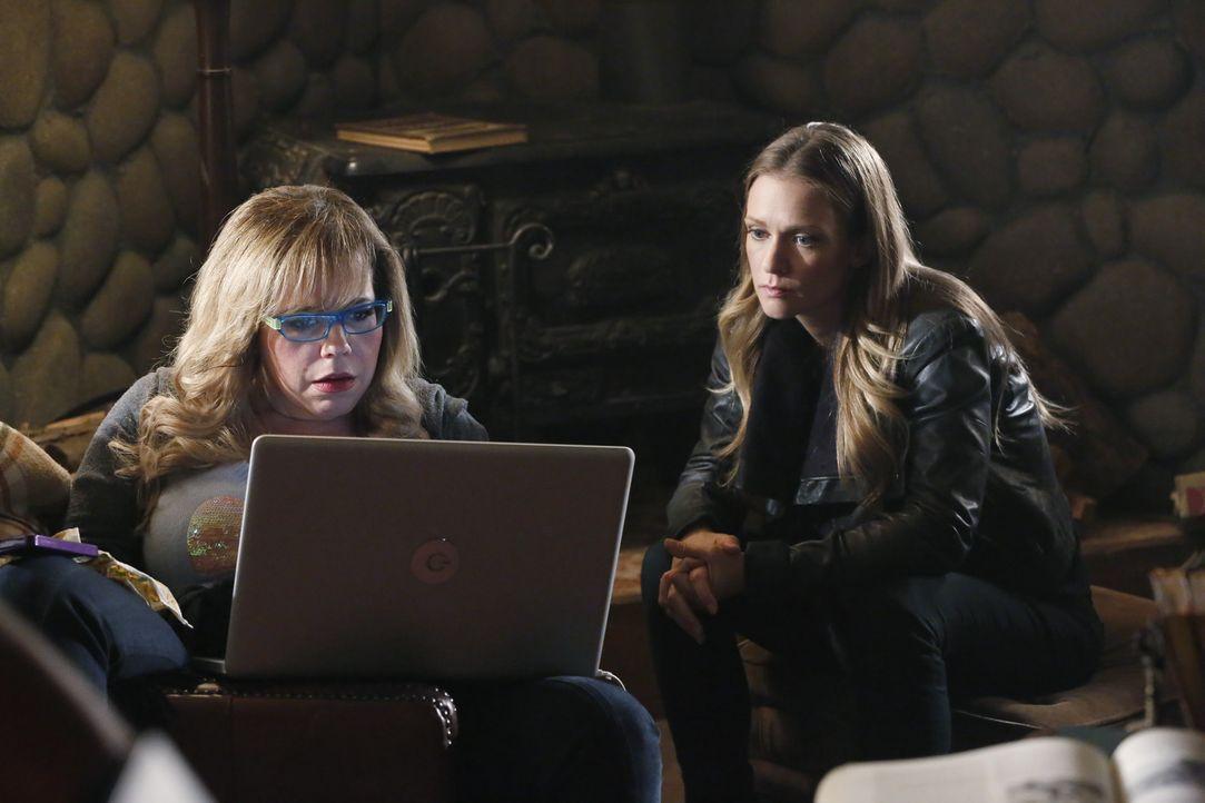 Ein neuer Fall wartet auf das Team um JJ (AJ Cook, r.) und Garcia (Kirsten Vangsness, l.) ... - Bildquelle: ABC Studios