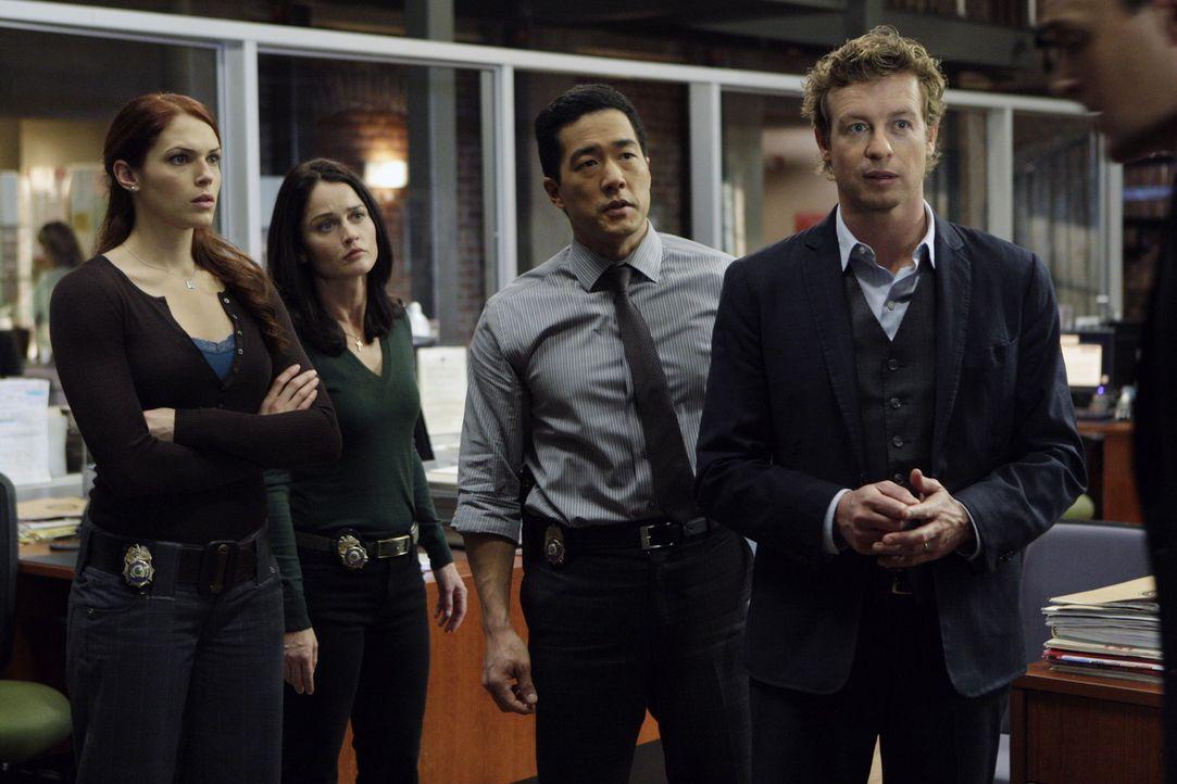 Ein neuer nicht ganz leichter Fall beschäftigt Grace (Amanda Righetti, l.), Teresa (Robin Tunney, 2.v.l.), Kendall (Tim Kang, 2.v.r.) und Patrick (... - Bildquelle: Warner Bros. Television