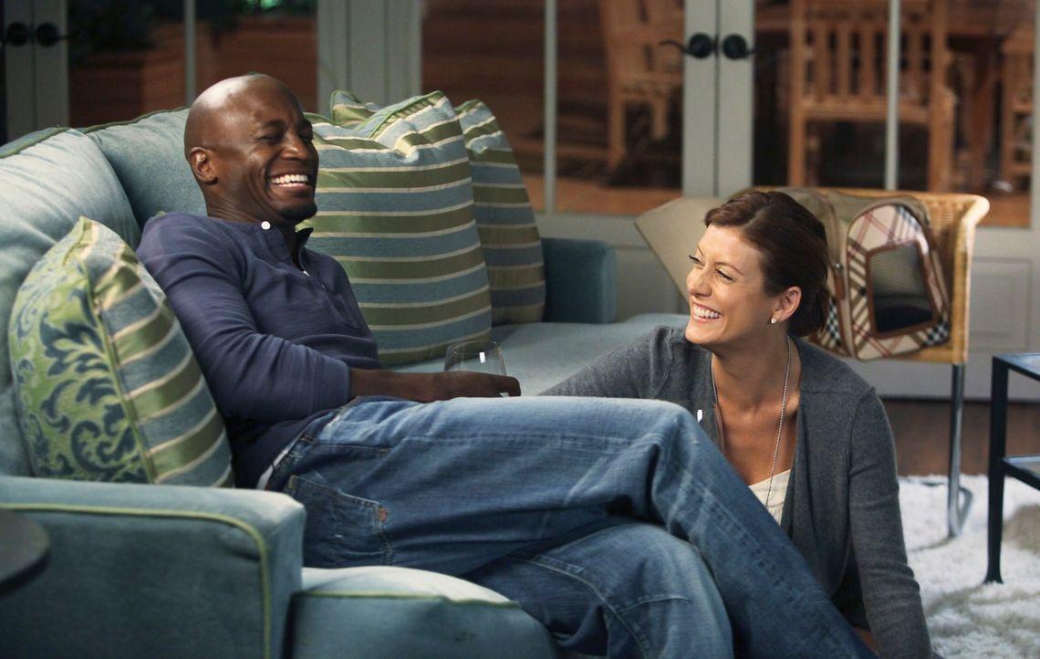 Verbringen einen gemütlichen Abend miteinander: Addison (Kate Walsh, r.) und Sam (Taye Diggs, l.) ... - Bildquelle: ABC Studios