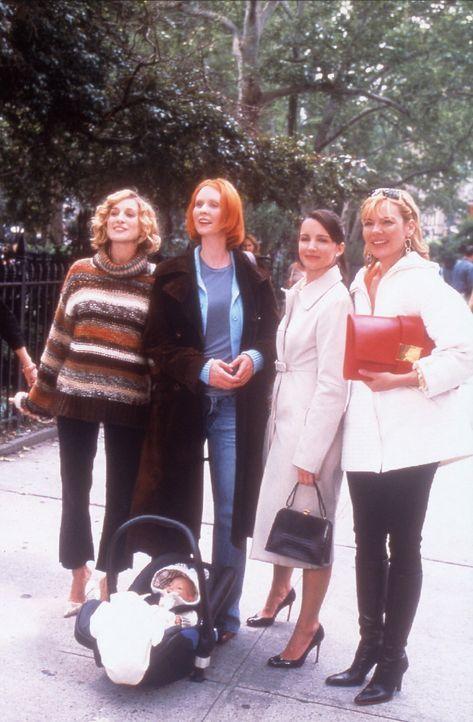 Carrie (Sarah Jessica Parker, l.), Sam (Kim Cattrall, r.) und Charlotte (Kristin Davis, 2.v.r.) müssen leider feststellen, dass sich Mirandas (Cynth... - Bildquelle: Paramount Pictures